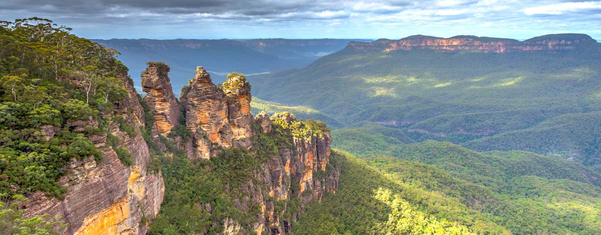 iconic view of the three sisters in sydney's blue mountains